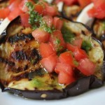 Reţetă cu gust de toamnă: Vinete gratinate cu roşii şi brânză
